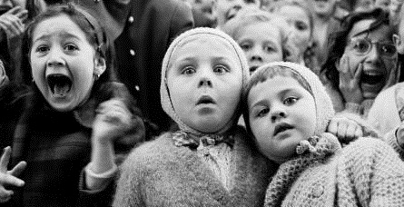 paris-puppet-show-children