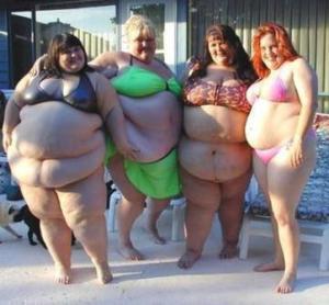 Fat_woman_in_bikinis