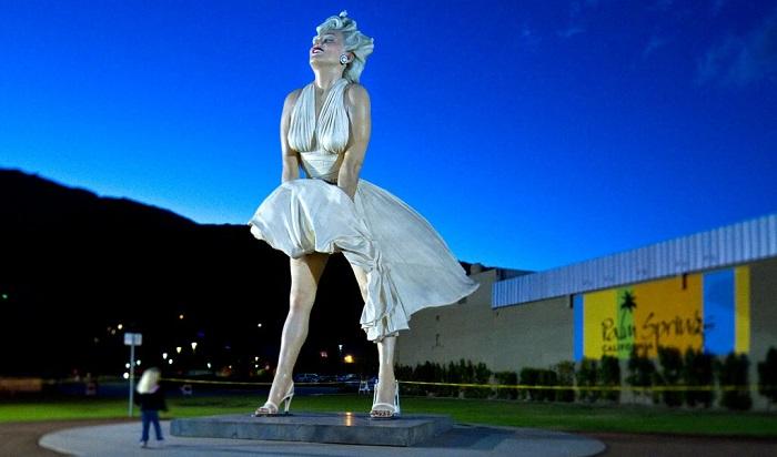MM statue