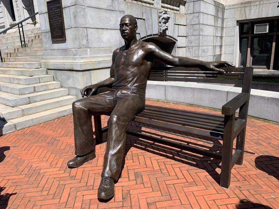 Floyd statue